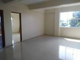 Alugo amplo apartamento com excelente localização