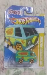 Van do mystery machine + Carro Rosa do Simpsons