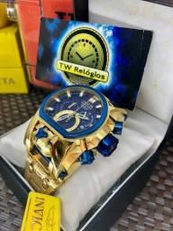 Relógio Magnum dourado com botões azul