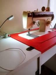 Máquina de costura reta doméstica