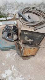 Máquina de solda, lixadeira e caixa pra ferramenta