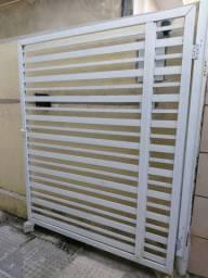 Vendo 2 portões de alumínio