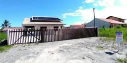 Casa com piscina, excelente padrão de acabamento localizada na Barra do Saí!