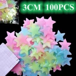 Kit com 100 estrelinhas fluorescentes que brilham no escuro