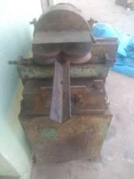 Máquina de fazer cabos de vassoura