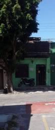 Alugo casa de fundos no Jardim América(há poucos metros da Alberto Magno) com 1 quarto
