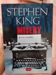 """Livro """"Misery"""""""