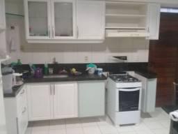 Aluga-se linda suíte(P MULHER) em apartamento alto padrão 180m  Manaíra