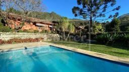Casa no Cascatinha com 2.431,00 m² de terreno, 4 quartos, piscina, sauna e espaço gourmet