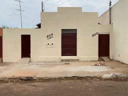 Vendo casa com cômodo comercial anexo - Centro Araguari