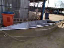 Barco de alumínio com 5 metros