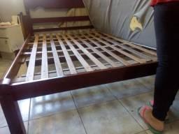 Desapegando: Cama de casal madeira maciça tamanho padrão (ITAJAÍ)