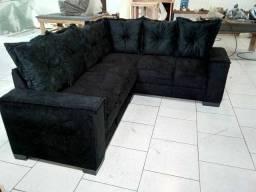 Sofá de almofadas e braços