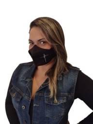 Mascara  com bordado escrito Fé.