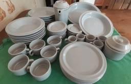 Jogo de Jantar e Café da Manhã / Fiori Brazil / Cor Cinza Claro