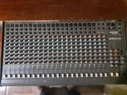 Mesa de som vendo ou troco em um notebook