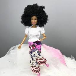 Boneca Negra Cacheada - Estilo Barbie