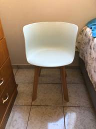 Cadeira tulipa azul clara