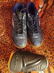 Tênis futsal e caneleira