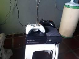 Xbox muito novo vendo ou troco por algo que possa me interessar