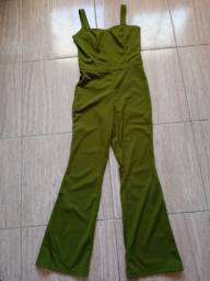 Macacão verde musgo e preto