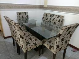 Mesa tampo de vidro com 6 cadeiras .Obs: não entrego
