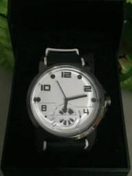 Varios modelos de relógios lindos.