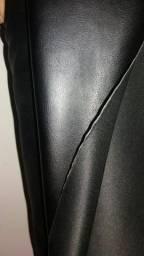 Vendo tecido tipo Corino preto ,o metro só vendo o rolo inteiro zap 62993321200