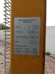 Empilhadeira manual