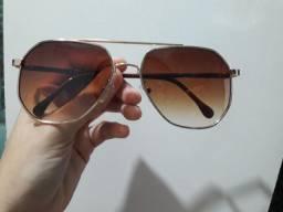 Oculos de sol  C&A ( acompanha case  )