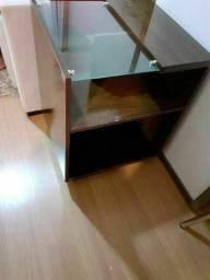Mesa de canto de com vidro em mogno.