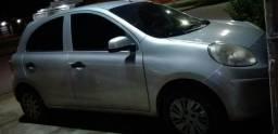 Troco um carro Nissan - 2012