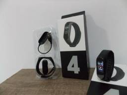 Relógio inteligente smart fit pro M4 na caixa