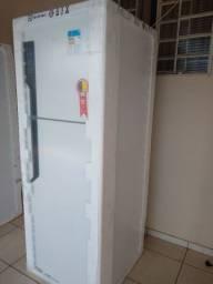 Vendo refrigerador Eletrôlux Frost Free 474 litros nova na embalagem