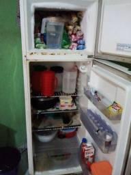 Vendo uma geladeira Electrolux 2 partas