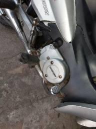 Moto sandaw com documento não é de leilão