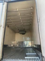 Bau frigorifico gancheiro