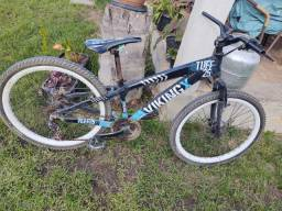 Bike Vikingx boa  bike de trilha muito resistente