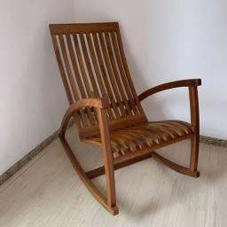 Cadeira de balanço madeira maciça