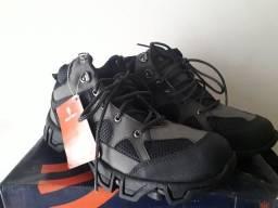 Botas para trilha (novo) tamanho 40
