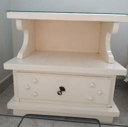 Criado de madeira  gaveteiro antigo