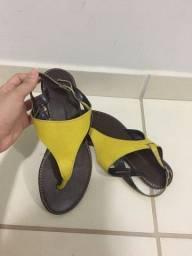 Sandalia em couro