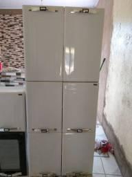 Um armário de cozinha
