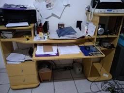 Mesa para computador ou TV