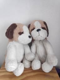 dois cachorros de pelúcia