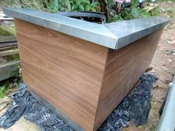 Balcão em inox e madeira