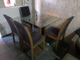 Mesa de vidro com 4 cadeiras com estofamento