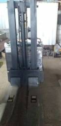 Empilhadeira elétrica 1500 kg