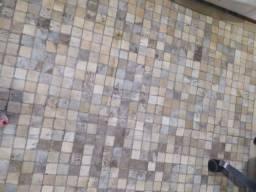 Vendo tapete de couro quadriculado