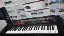 Teclado Roland SH201
